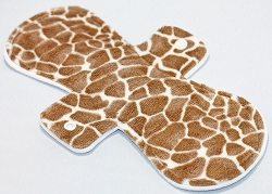 11 Inch Giraffe Minky Overnight Cloth Pad